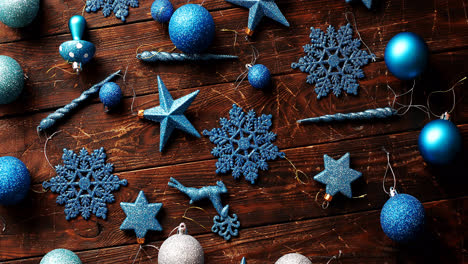 Blue-Christmas-decorations-on-table