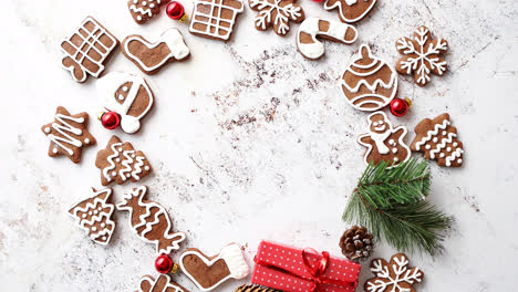 Different-shapes-of-Christmas-gingerbread-cookies-assorted-in-circle