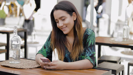Young-woman-reading-a-message-on-her-phone