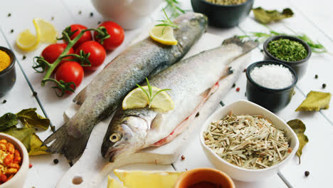 Spices-and-tomatoes-around-fish