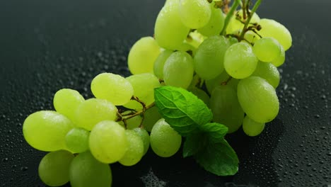Green-grapes-on-wet-table