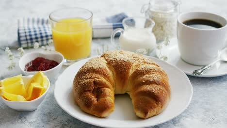 Delicious-croissant-with-juice