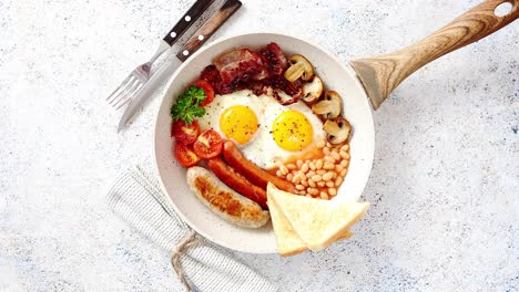 Full-English-Breakfast-served-in-a-pan