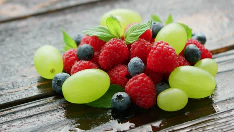 Berry-mix-on-wet-table