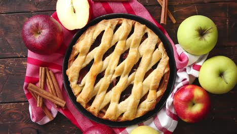 Traditional-american-apple-pie-served-with-fresh-fruits