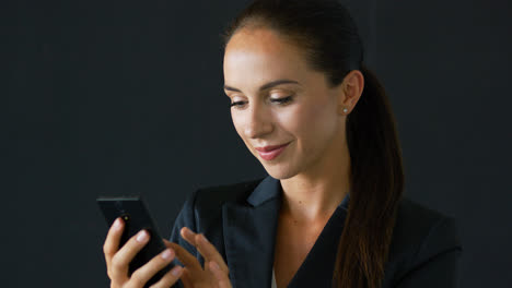 Businesswoman-with-brown-hair-using-smartphone