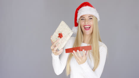 Beautiful-girl-smiling-just-after-open-christmas-gift