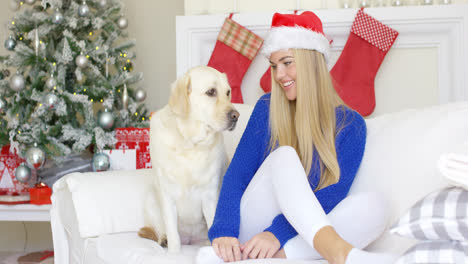 Christmas-girl-with-her-dog-friend-at-the-couch