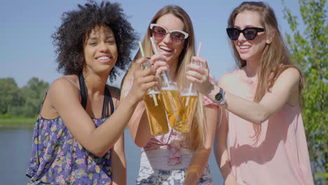Young-women-clinking-beer