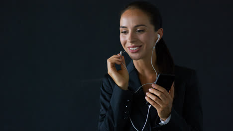 Businesswoman-talking-on-smartphone-with-earphones