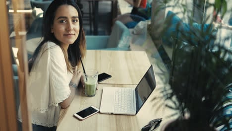 Serious-young-woman-working-at-a-laptop-computer