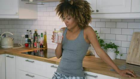 Pensive-model-with-juice-in-kitchen