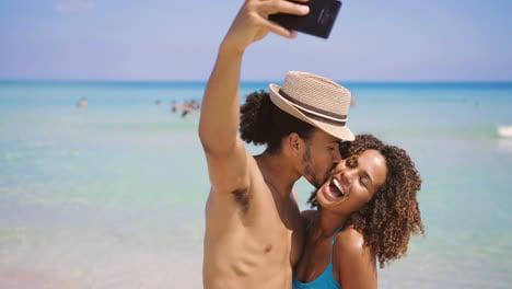 Couple-taking-selfie-on-beach