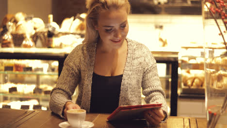 Cheerful-woman-with-coffee-and-tablet