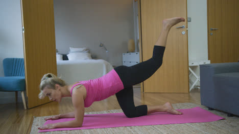Woman-performing-leg-exercise