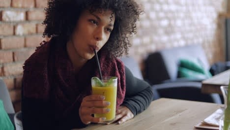 Woman-drinking-fresh-smoothie