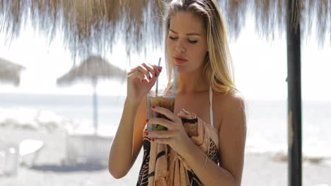 Pretty-model-drinking-cocktail-in-resort