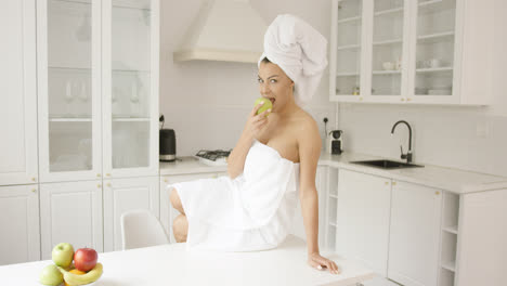 Woman-after-shower-eating-apple