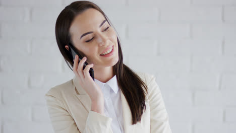 Smiling-businesswoman-speaking-on-phone