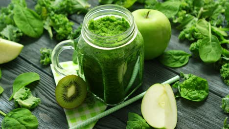 Jar-glass-with-green-smoothie