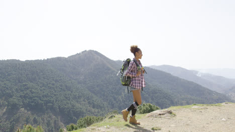 Female-traveler-backpacking-in-summer