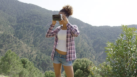 Beautiful-woman-in-VR-glasses-on-nature