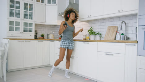 Pretty-model-dancing-while-listening-to-music