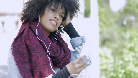 Woman-with-headphones-and-phone-posing