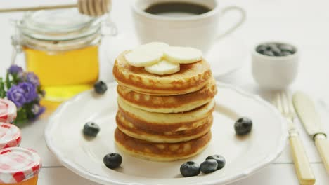 Pancakes-with-slices-of-banana-and-berries