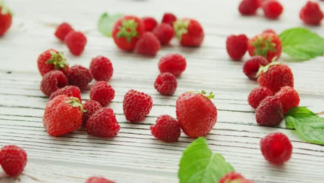 Raspberries-and-strawberries-on-table