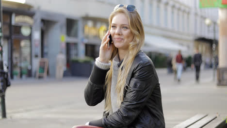 Woman-on-bench-and-speaking-on-phone