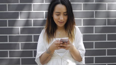 Young-woman-reading-a-message-on-her-cellphone