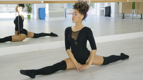 Supple-young-dancer-doing-the-splits