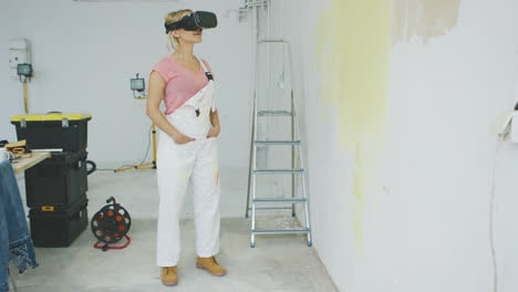 Female-painter-enjoying-virtual-reality-headset-