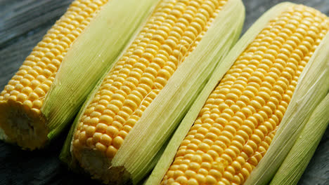 Fresh-maize-in-leaves-