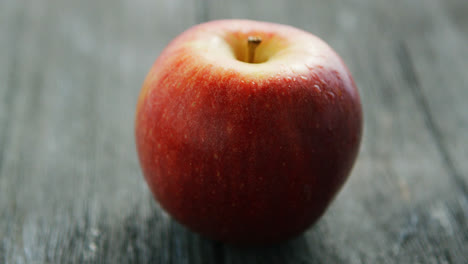 Ripe-red-apple-on-wooden-desk