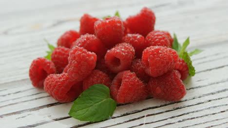 Pile-of-fresh-bright-raspberries
