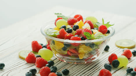 Bowl-of-fruit-mix-and-berries