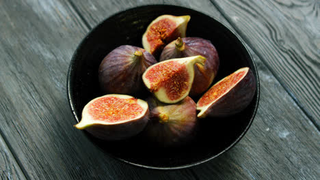 Bowl-full-of-cut-figs