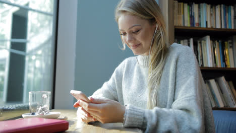 Woman-using-smartphone-and-listening-to-music