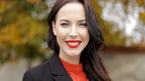 Woman-with-vivid-makeup