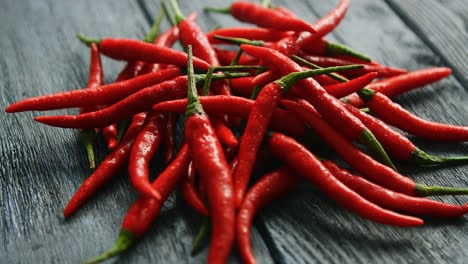 Pile-of-bright-red-chili-peppers