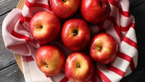 Bright-shiny-red-apples-from-above