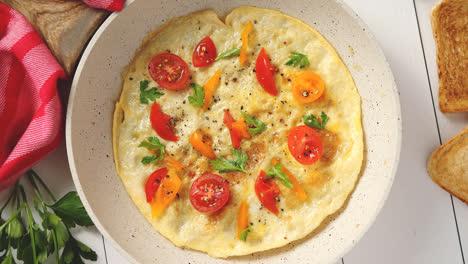 Sabrosa-Tortilla-Casera-Clásica-Con-Tomates-Cherry