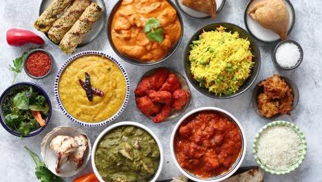 Comida-India-Variada-Con-Especias,-Arroz-Y-Verduras-Frescas