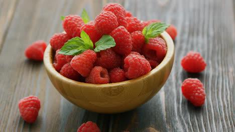 Fresh-raspberry-on-wooden-table-