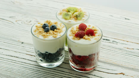 Cups-with-berries-and-cream