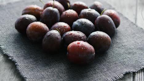 Wet-fresh-plums-on-napkin