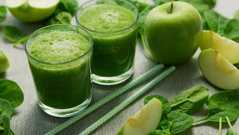 Green-smoothie-in-glasses-and-ingredients
