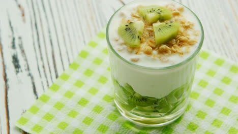 Glass-with-kiwi-and-yogurt